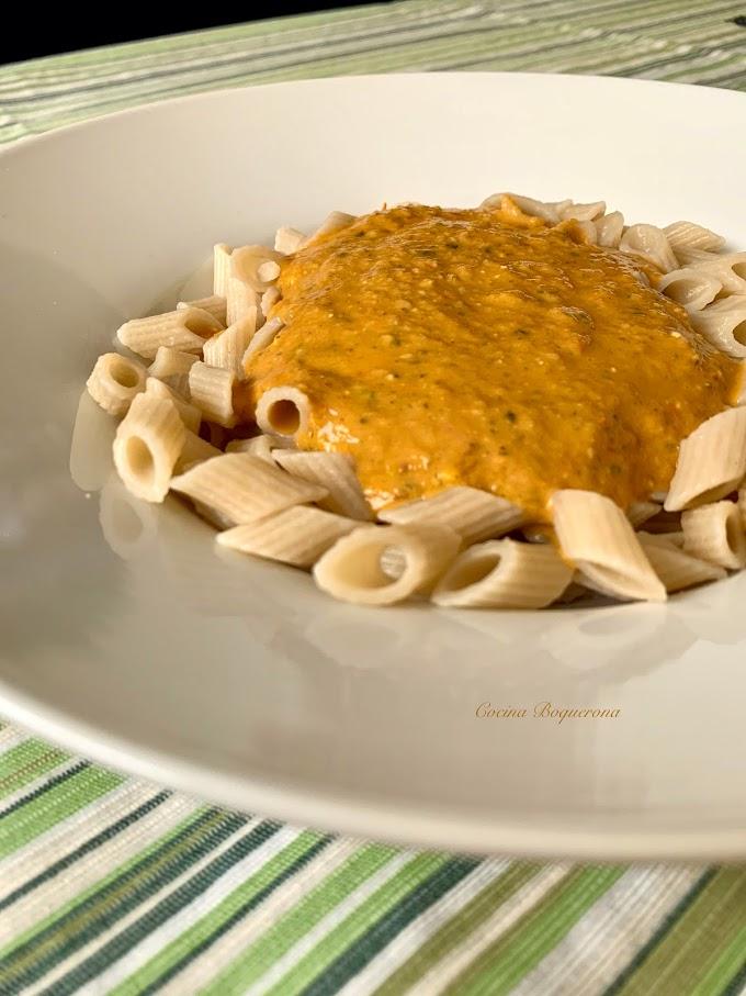 Salsa de tomate con pesto de piñones y pistachos