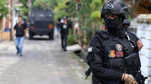 3 Terduga Teroris Banten Ditangkap, Ustaz Dijemput Aparat