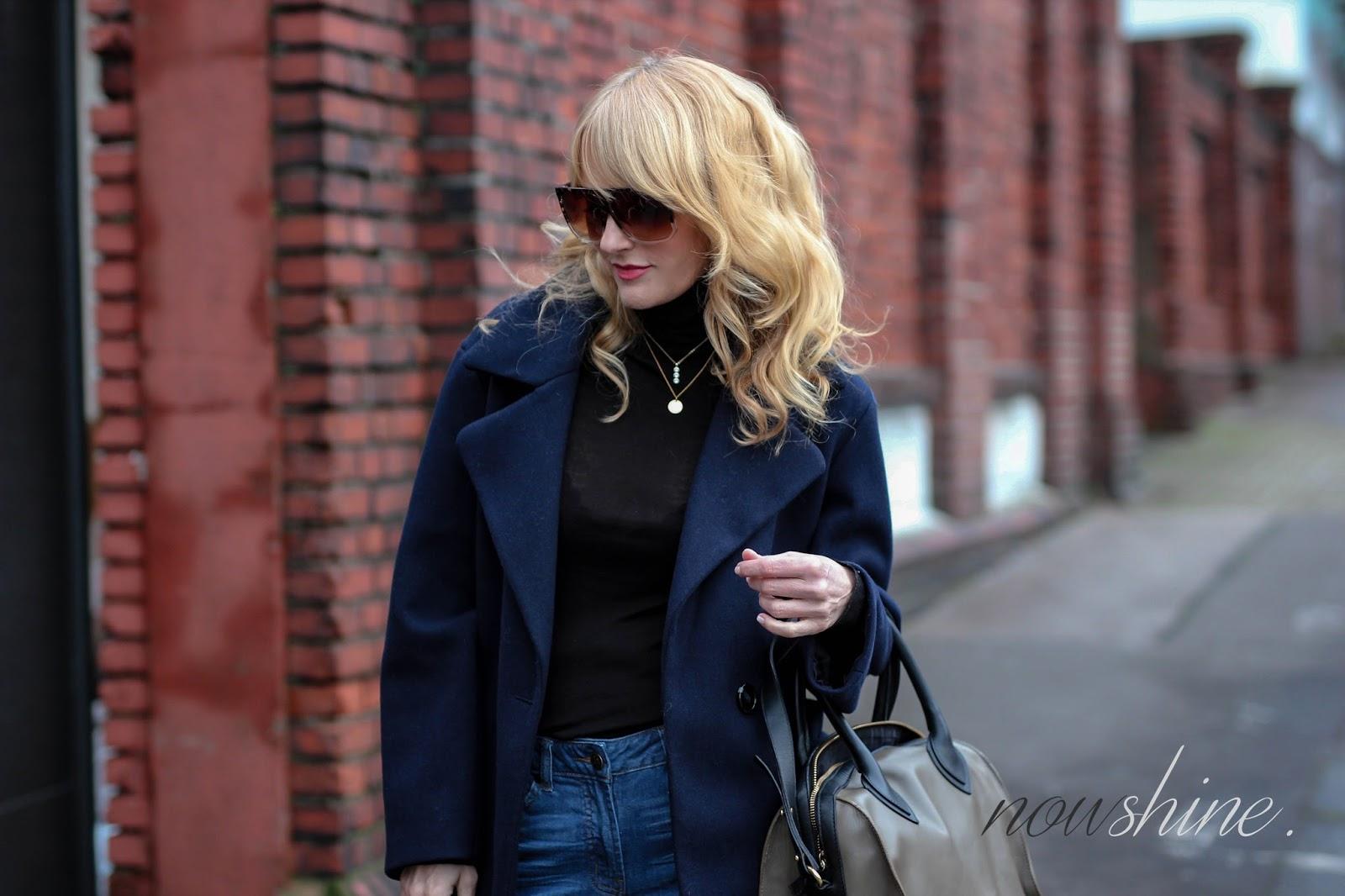 Nowshine ü40 Blog trägt einen Mantel von Mango, Jeans von WENZ