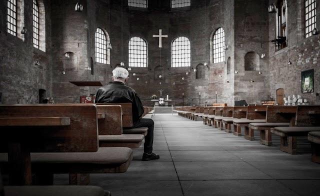 Ministro eslovaco pide abrir las iglesias y rezar para acabar con la covid