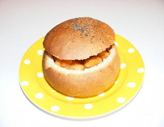 retete de mancare fasole cu afumatura in paine de ziua romaniei,