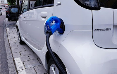دراسة,تقارن,بين,تكاليف,صيانة,السيارات,الكهربائية,والسيارات,ذات,المحركات,العادية