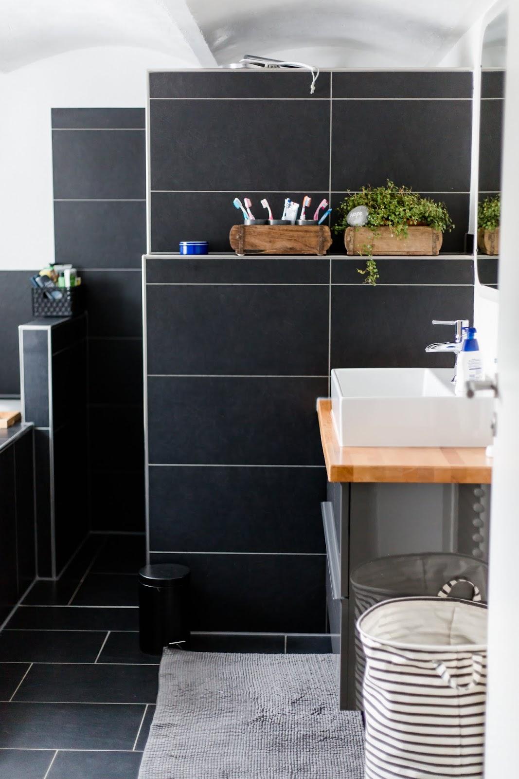 bad fenster nass verschiedene ideen f r die raumgestaltung inspiration. Black Bedroom Furniture Sets. Home Design Ideas