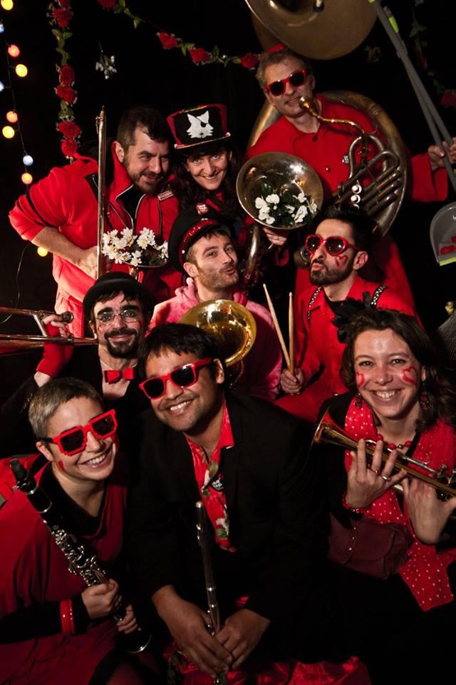 Concert de la fanfare TTGL pour la St Valentin des Facteurs d'Amour à Marseille