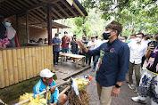 Tukang Warung di Banyuwangi Doakan Sandiaga: Mugi Mugi Bapak Jadi Presiden Nggih