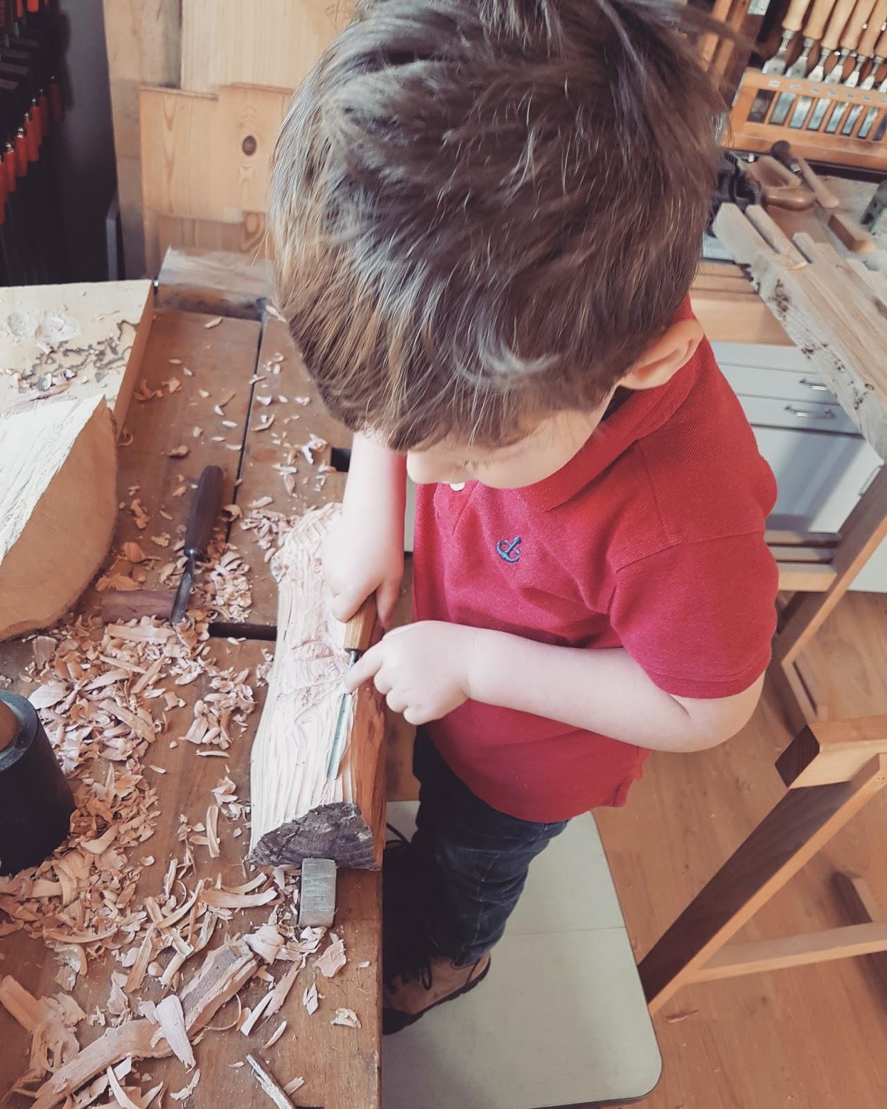 Die Klinge Lässt Sich Sehr Scharf Schleifen Und Lässt Sich Sehr Präzise  Durch Das Holz Steuern. Mein Sohne Musste Das Unbedingt Selbst Testen Und  Hat Sich ...