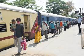 laborers-returning-home-from-gujrat