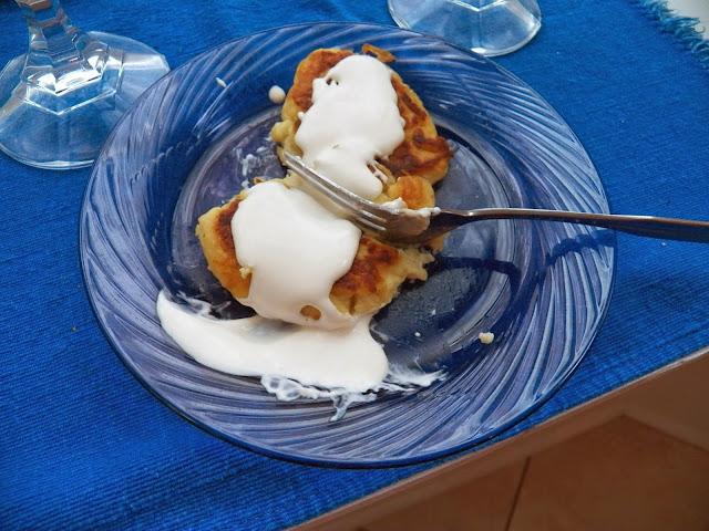 Potcakes with creme fraiche