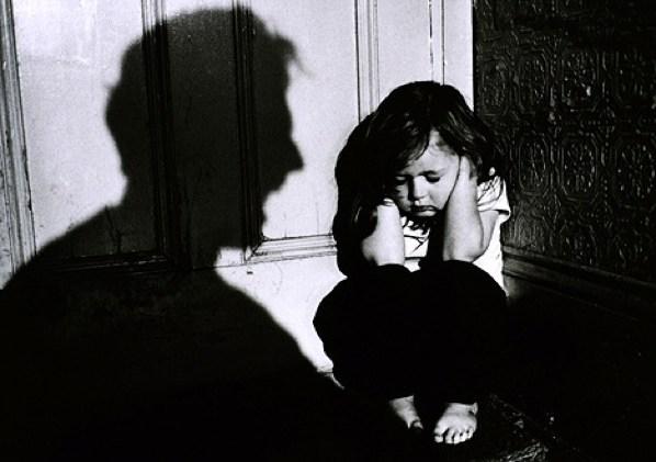 3 παραδείγματα σωματικής κακοποίησης γνωριμιών