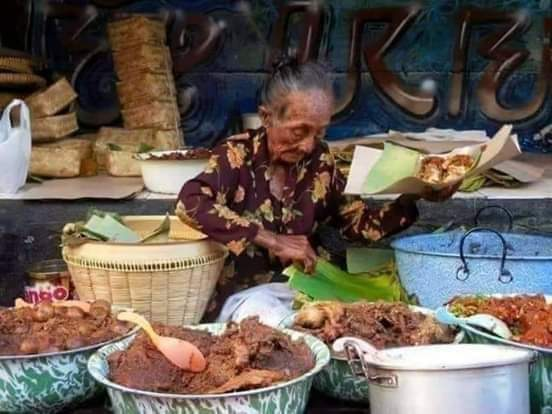 Mbah Pon Penjual gudeg Sukses jadikan anak Sarjana