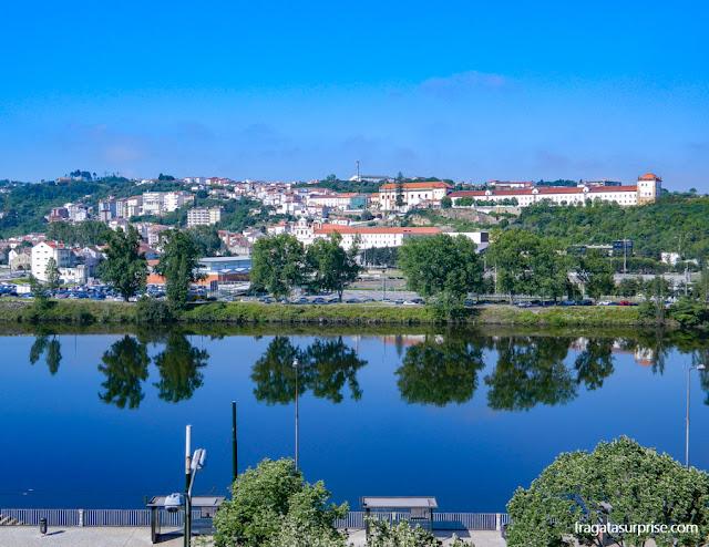 O Convento de Santa Clara-a-Nova visto da margem Leste do Rio Mondego, em Coimbra