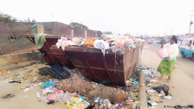 Angola | Moradores de Luanda convivem com lixo e mau cheiro nas ruas