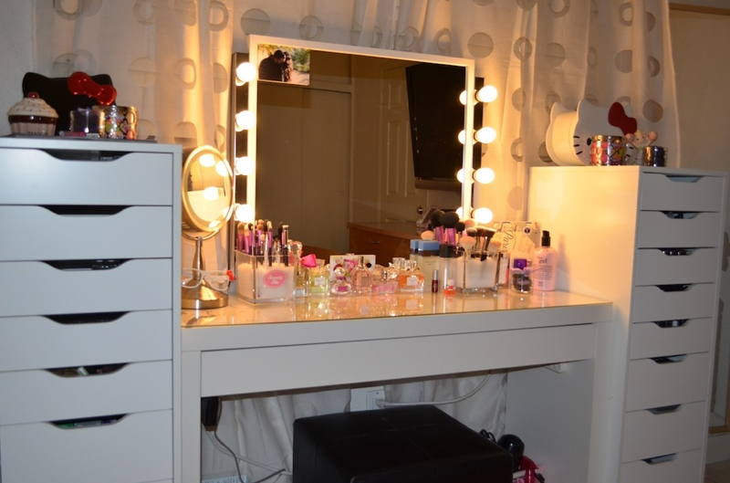 Le boudoir d 39 ines comment ranger son make up quand on for Coiffeuse maquilleuse meuble