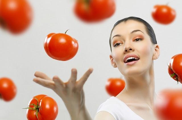 ماسكات الطماطم لبشرة نضرة خالية من العيوب