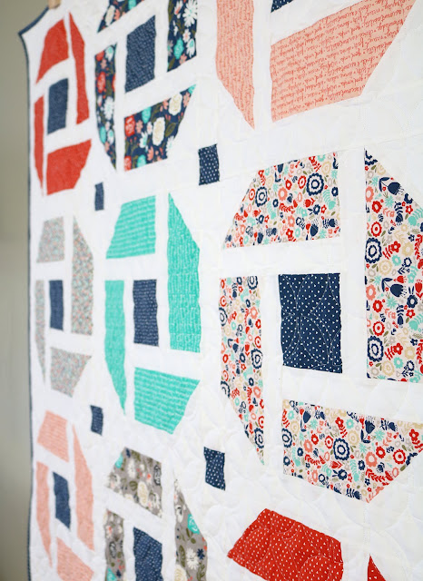 Cheerful quilt pattern - fresh, modern and fat quarter friendly!