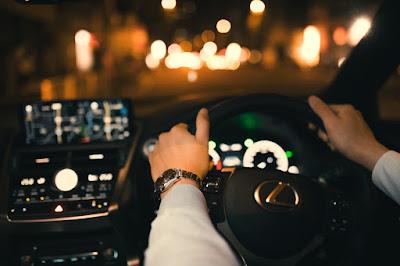 夜のドライブの車内イメージ,夜景