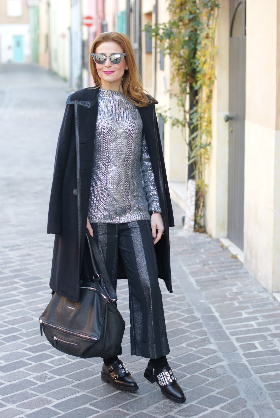 How to spice up a black outfit adding silver metallic on Fashion and Cookies fashion blog, fashion blogger style