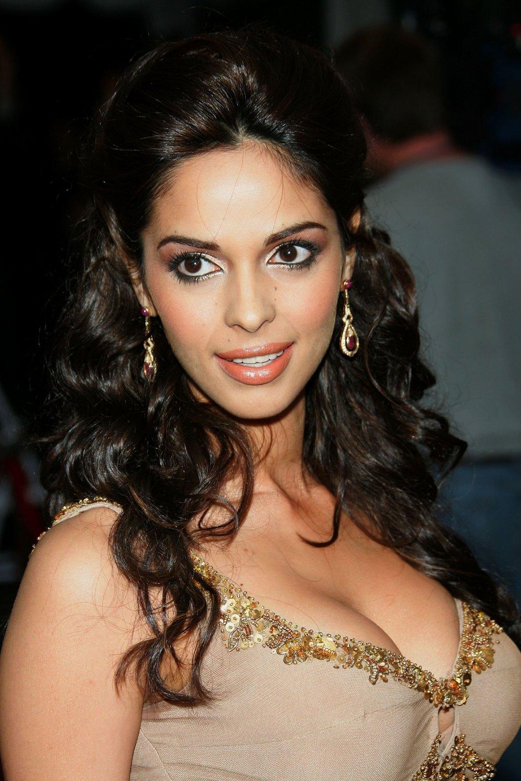 Bollywood Mallika Sherawat All Latest Stills And Latest -9352
