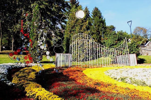 Фрагмент цветочной инсталляции