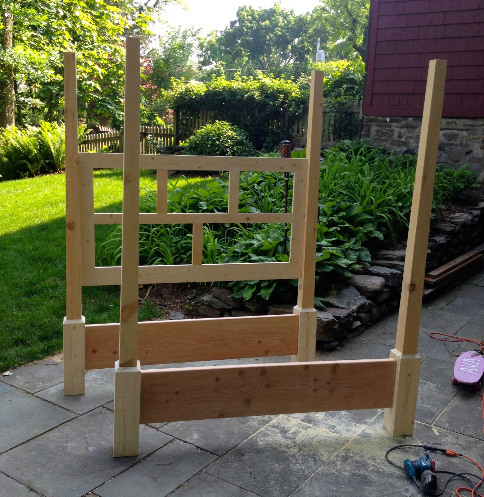 poster bed frame build