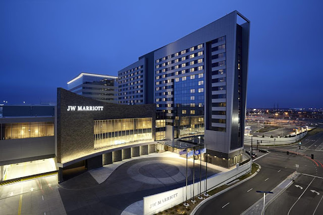 Treat yourself to modern luxury at JW Marriott Minneapolis Mall of America. This hotel features a truly unbeatable location, directly connected to the Mall of America and its many renowned shopping, dining and entertainment attractions.