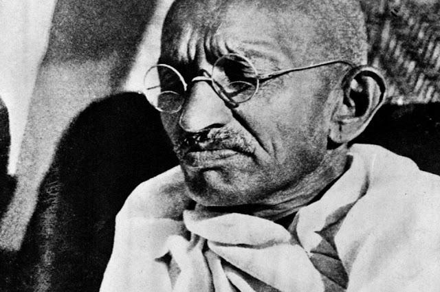 Elárverezik Gandhi jellegzetes szemüvegét