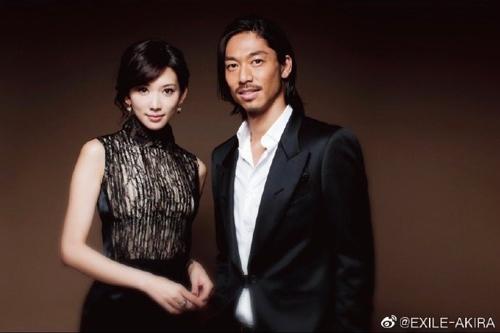 6월 6일 결혼을 발표한 린즈링(林志玲,임지령,45)과 EXILE 아키라(AKIRA,38)[웨이보 캡처]