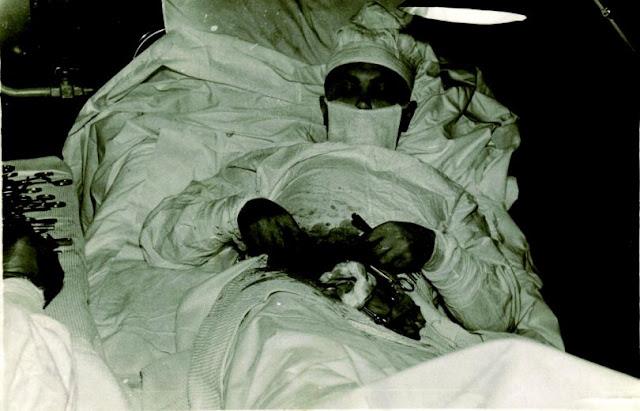 قصة الطبيب الشجاع الذي أجرى عملية جراحية لنفسه!