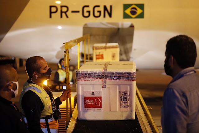 VACINA: Pernambuco recebe mais 310 mil doses de vacinas da Astrazeneca/Fiocruz