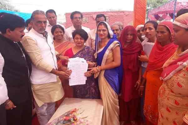 minister-kp-gurjar-told-abount-pmrssm-yojna-in-village-tikawali-fbd