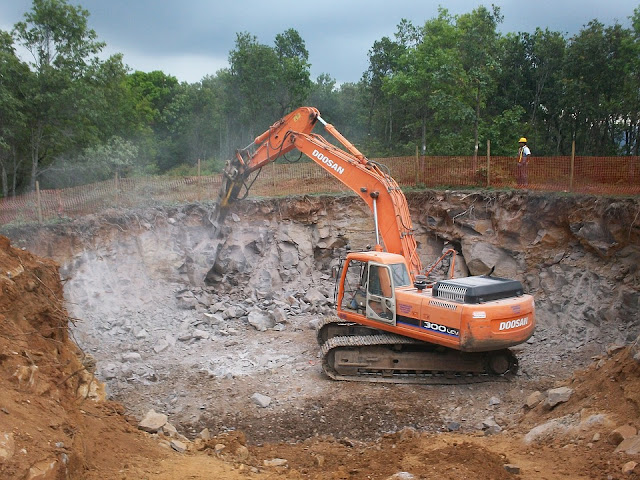 scavo-fondazione-terreno-edilizia-cantiere