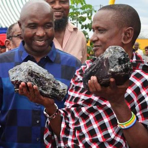 Mineros encuentran la tanzanita mas grande del mundo - 9,27 kilogramos !