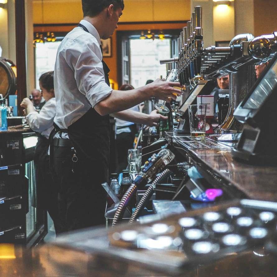 Food-and-beverafe-barista-bartender-working