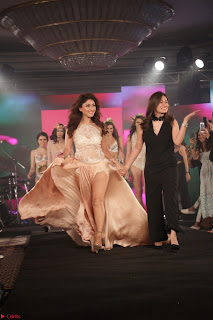 Manjari Phadnis Walks the Ramp At Designer Nidhi Munim Summer Collection Fashion Week (16).JPG
