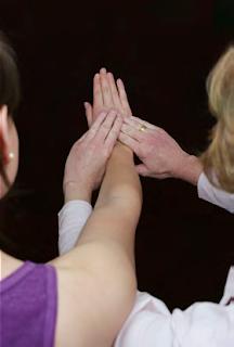 Cara Melakukan Tes Spesifik Cozen's Test Pada Pemeriksaan Fisioterapi