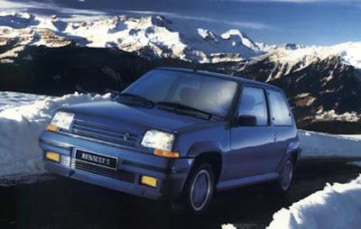 El Renault 5 de segunda generación, fue comercializado como el Supercinq ó Superfive, y lanzado en octubre de 1984 - Inicialmente solo estaba disponible con un cuerpo de tres puertas, La carrocería y la plataforma eran completamente nuevas, aunque básicamente la plataforma se basaba en la de los más grandes modelos de Renault el 9 y 11 aunque se las ingeniaron para recortar y mantener la estética original del Renault 5
