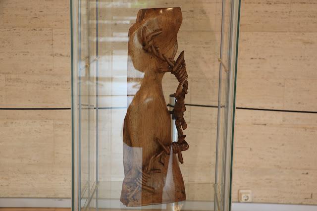 piezas de madera de Javier Gustrán