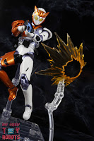 S.H. Figuarts Kamen Rider Valkyrie Rushing Cheetah 31S.H. Figuarts Kamen Rider Valkyrie Rushing Cheetah 33