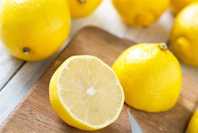 Sarı kabuklu meyveler limon
