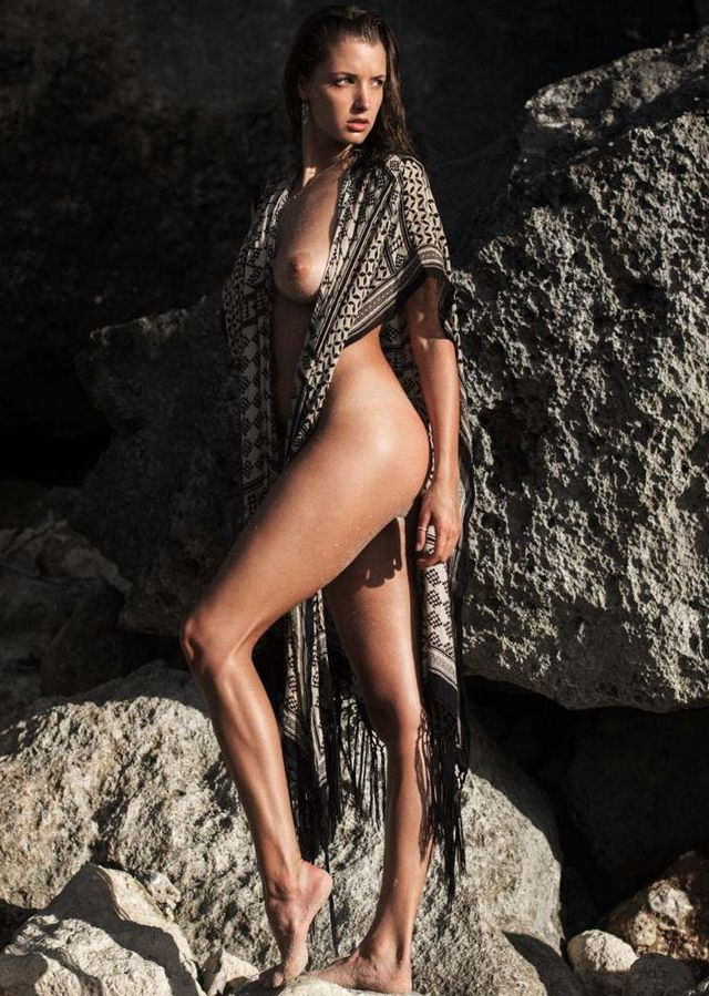 Alyssa Arce desnuda