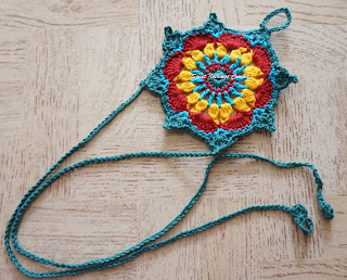 free crochet barefoot sandal pattern, free crochet foot thong pattern, free crochet beautiful motif pattern, free crochet tree ornament pattern,