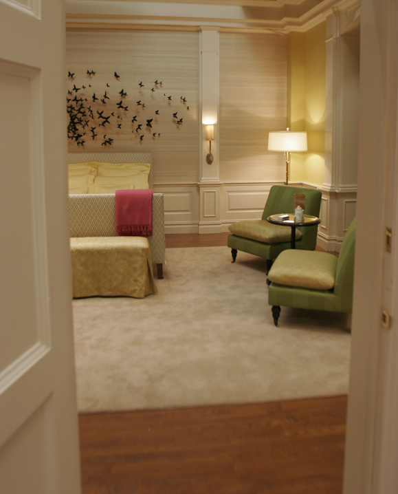 Ghost Chair Stool Navy Accent Seaseight Design Blog: Tv Interior // Gossip Girl _ Part 2