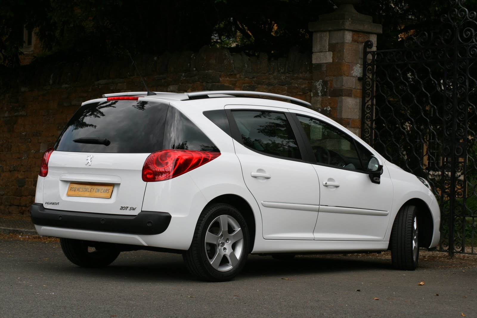 Robmcsorleyoncars 2011 Peugeot 207 Sw Full Road Test