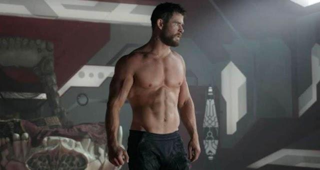 Brutális izmokat villantott a Thor szupersztárja