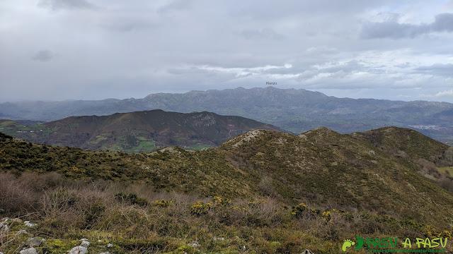 Vista desde el Alto Llerandi hacia el Sueve