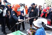 Gowes Dan Bagi Masker Bersama Gubernur Jatim Dan Bupati Bojonegoro