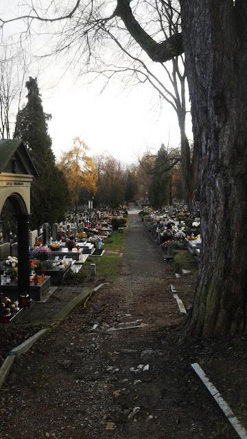Boczne wejście na Cmentarz Podgórski.