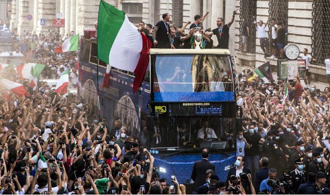Calcio. Euro 2020, Medici Roma: festeggiamenti fuori controllo, ci saranno focolai