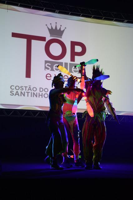 Atração de abertura show neon com malabaristas led em convenção de vendas da empresa RCI, Costão do Santinho Florianopolis.