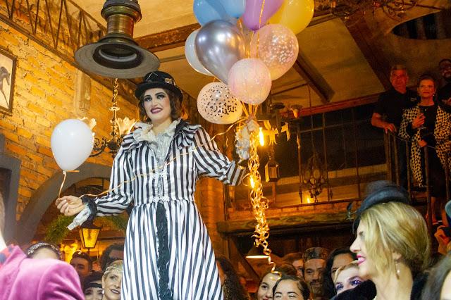 Perna de Pau de Humor e Circo Produtora para festa de casamento em São Paulo.